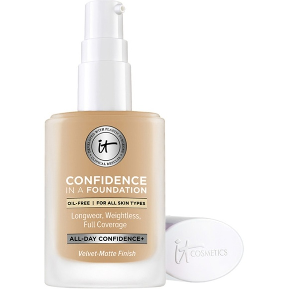 it cosmetics Other - NWT It Confidence in a Foundation - Medium Bronze